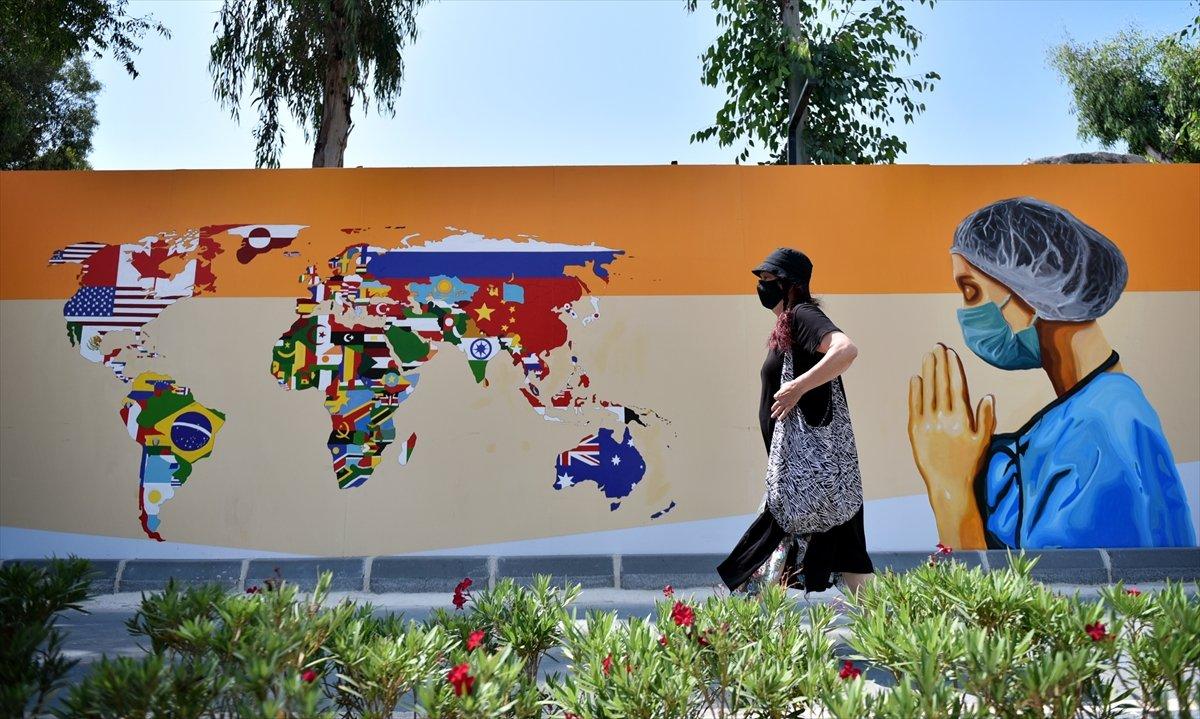 Mersin duvarlarında sağlık çalışanlarını yansıtan grafiti #2