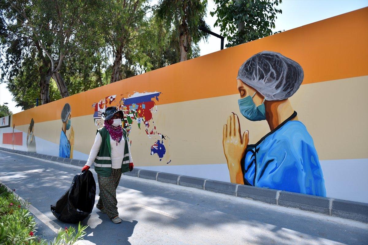 Mersin duvarlarında sağlık çalışanlarını yansıtan grafiti #3