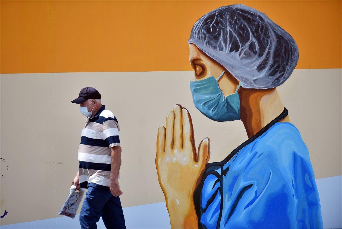 Mersin duvarlarında sağlık çalışanlarını yansıtan grafiti #4