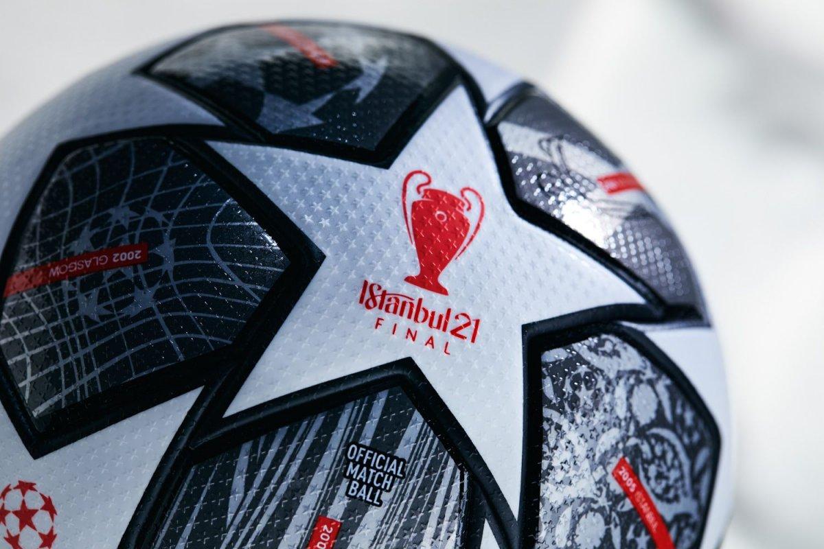 UEFA, İstanbul daki Devler Ligi finalinin topunu tanıttı #1